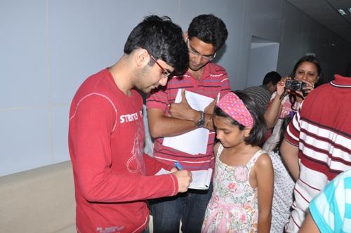 AAI Negi signing autograph