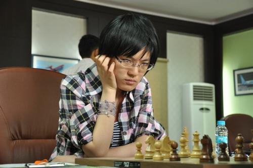 AAI r1 Hou Yifan