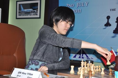 AAI r3 Hou Yifan