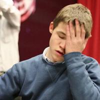 Carlsen losing