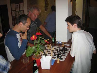 Dejan en Daan aan het analyseren