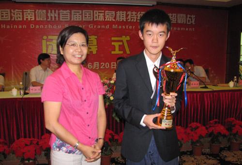 Ding Liren trophy
