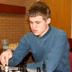 Magnus Carlsen square 1