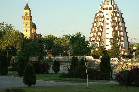 Paracin Crkva i Hotel