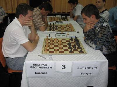 Serbia legue Arkadij Najdic-Juri Solodovnicenko