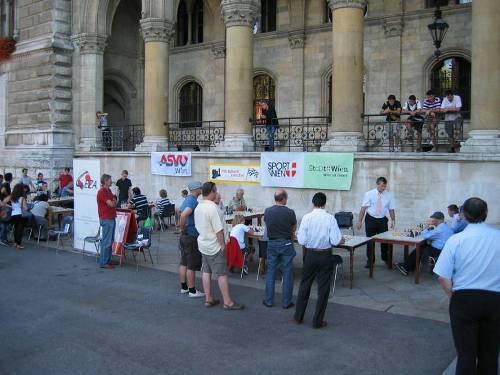 Simultan on the Rathausplatz