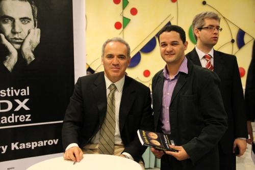 Garry Kasparov, author of this article Tiago Santos and GM Giovanni Vescovi
