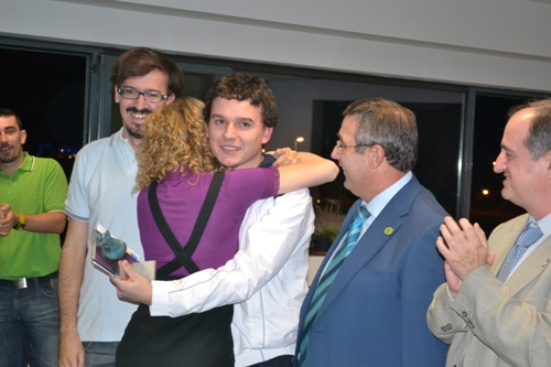 Anna Rudolf congratulates her friend, the winner of the tournament and the 5000 euros, IM David Larino