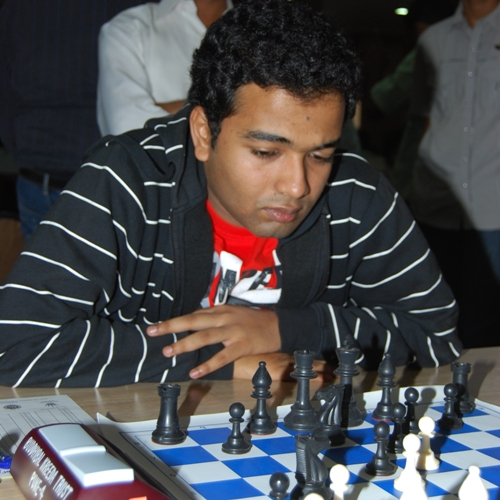 Deep Sengupta failed to cash on the extra two pawns against leader Abhijeet