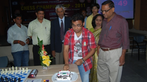 GM Abhijeet Gupta, leading the championship celebrated his birth day with a win today