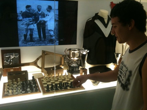 IM David Larino playing chess in the museum of Real Madrid