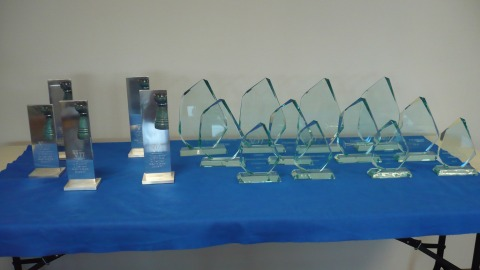 The cups for the first 3 players and for the winners of the category prizes