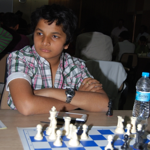 Vidit stunned Gopal to improve his chances