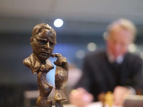 Max Euwe Statue