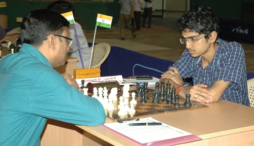 GM Dibyendu Barua facing fellow Indian IM Ramnath Bhuvanesh