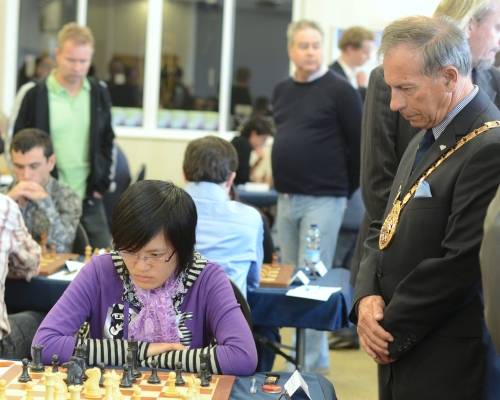 Gibraltar Mayor watching Hou Yifan's game
