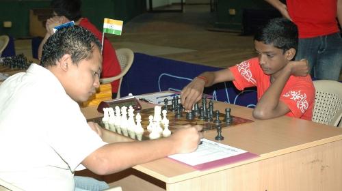 Grandmaster Mark Paragua (Philippines) facing S L Narayanan (India)