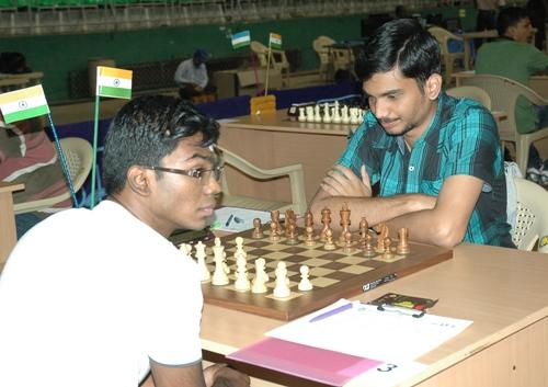 Grandmaster Sethuraman facing fellow Indian IM Senthilvel Nitin