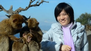 Hou Yifan visits the Rock Apes