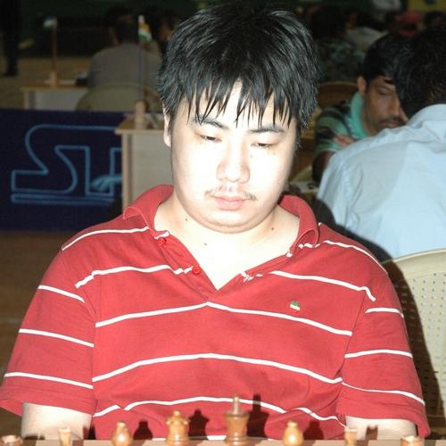 Yu Ruiyuan (China) shares lead