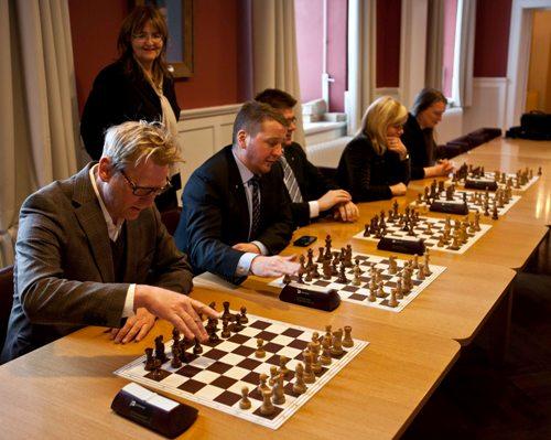Parlament members playing against GM Johann Hjartarson