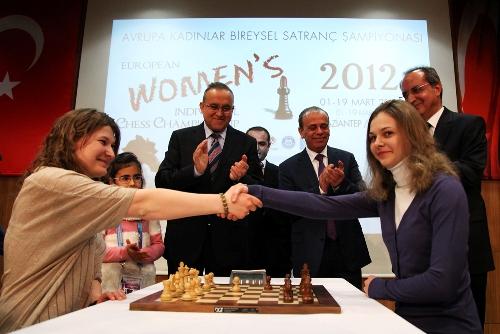 A handshake between Anna Muzychuk and Anastasiya Savina