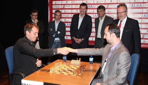 Ciudad de Leon 2012 - handshake