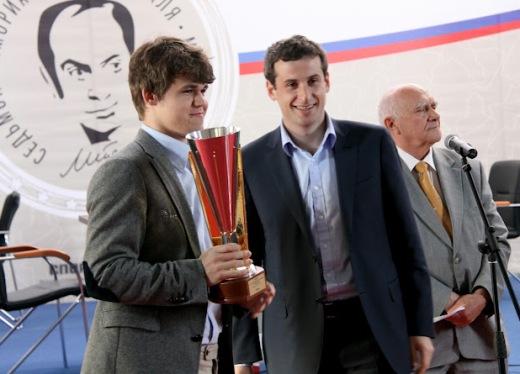 Magnus Carlsen Tal Memorial trophy
