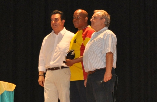 IM Miguel Mosquera (Colombia) receiving the prize