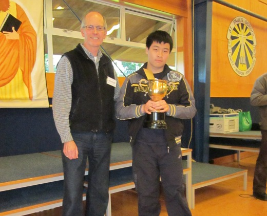 Luke Li receiving award from John Francis