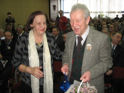 Gligoric receiving presents from WGM Vera Nedeljkovic for his 85th birthday