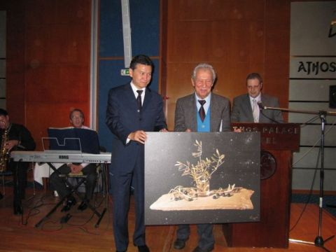 Gligoric receiving the painting from FIDE President at the 80th FIDE Congress in Halkidiki 2009