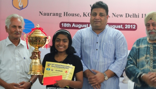 Michelle Catherina with Winners Trophy. Shri. Bharat Singh, Hony Secretary AICF & Sarabjit Singh Sabharwal, Trustee Naurang Foundation