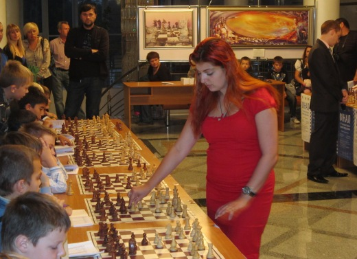 Evgeniya Doluhanova during the simul for kids.