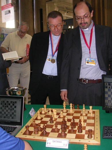 "The match between two Italian priests and the computer program named ""Satana"""