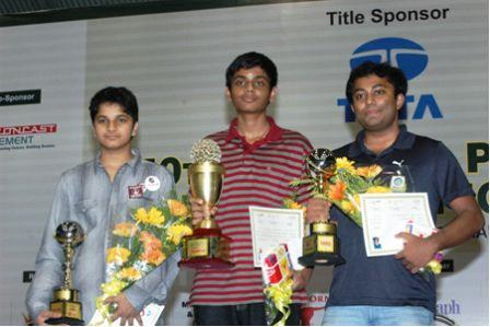 IM Vidit (runner up), Akash (champion) and GM Arun (second runner up)