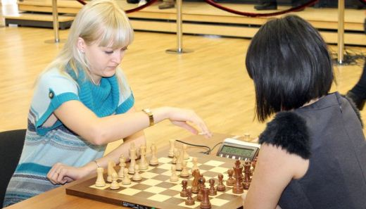 Anna Ushenina and Ju Wenjun in tie-break