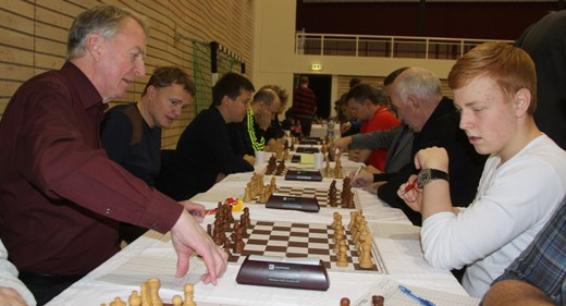 The Legend and a youngster: GM Fridrik Olafsson of Reykjavik Club and Mikael Johann Karlsson of Akureyri Chess Club