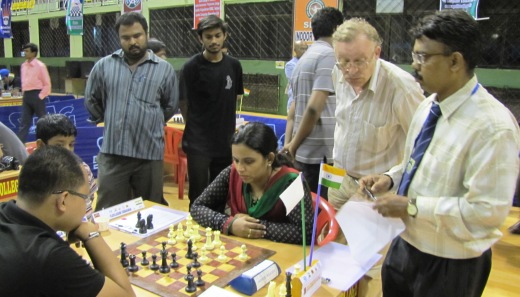 Vijayalakshmi vs Mark Paragua watched by IM Rathnakaran, Navalgund Niranjan, GM Alexander Fominyh and International Arbiter Sakthi Prabhakar