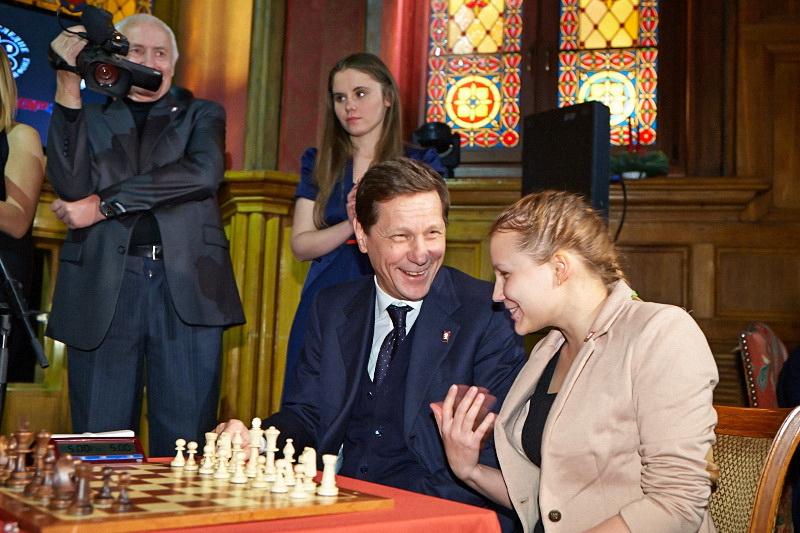 http://www.chessdom.com/wp-content/uploads/2012/12/Gunina-Zhukov.jpg