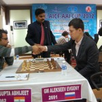 Gupta & Alekseev shaking hand before start of the ninth round