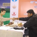 GM Lu Shangeli and GM Lalith Babu shaking hand before the fifth round start