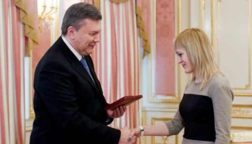 President of Ukraine awards Order of Princess Olga to world chess champion Anna Ushenina