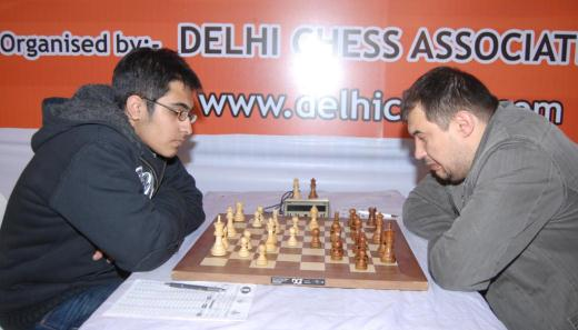 Top board battle between GM Vaibhav Suri and GM Aleksej Aleksandrov
