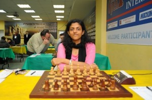 Harika Dronavalli couldn't hold the strong azeri Rauf Mamedov
