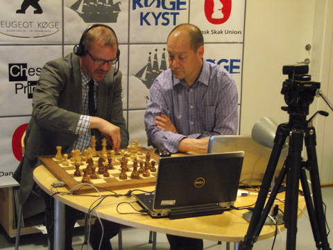 GM Carsten Hoi (DEN) and KM Erik Carlsen (DEN) during live commentary