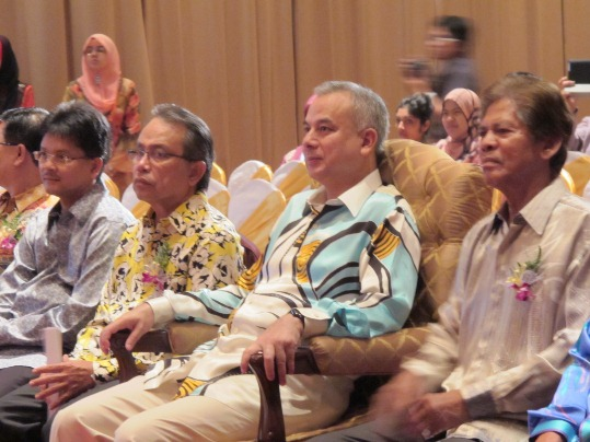 Dato' Abdul Rashid Mohd Sharif, YTM Tunku Dato' Seri Kamel Tunku Rijaludin, DYTM Raja Dr Nazrin Shah, and Tan Sri Ramli Ngah Talib