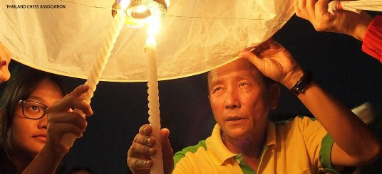Khom loi (floating lanterns), symbolic of letting your worries float away
