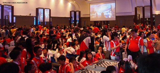 Vietnamese players turn the hall into a sea of red