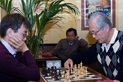 Yoshiharu Habu (left) playing chess with Kunio Yonenaga (former shogi world champion)